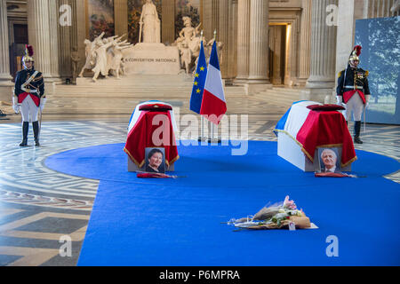 Caskets of the deceased during the ceremony. The burial ceremony of former French politician and Holocaust survivor Simone Veil and her husband Antoine Veil at the Pantheon in Paris. Former Health Minister, Simone Veil, who passed away on June 30, 2017 became president of the European Parliament and one of France's most revered politicians by advocating the 1975 law legalizing abortion in France. - Stock Photo