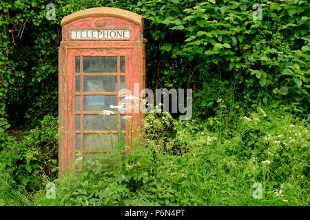 Disused red telephone kiosk in Herefordshire, England - Stock Photo