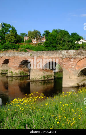 Farndon Holt Bridge, a medieval bridge over the River Dee on the border between England and Wales - Stock Photo