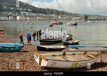 Passengers boarding the Teignmouth to Shaldon ferry, looking towards Shaldon from Teignmouth back beach. - Stock Photo