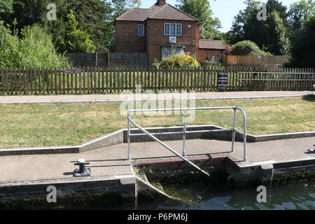 Temple Lock is a lock and weir situated on the Buckinghamshire bank of the River Thames near Temple Mill Island opposite Temple Meadows and not far fr - Stock Photo