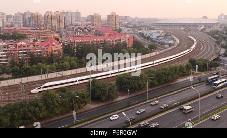 Beijing, China. 21st Sep, 2017. A Fuxing bullet train leaves Beijing South Railway Station on the Beijing-Shanghai high-speed railway in Beijing, capital of China, Sept. 21, 2017. (TO GO WITH Xinhua Headlines: From bikes to broad gauge, how China reshapes its destiny) Credit: Li He/Xinhua/Alamy Live News - Stock Photo