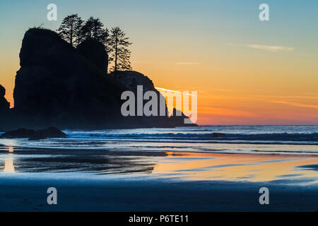 Point of Arches rocks at sunset, viewed from Shi Shi Beach along the Pacific Ocean in Olympic National Park, Washington State, USA - Stock Photo