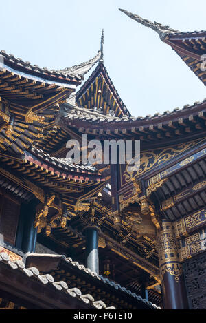 traditional chinese architecture details in baolunsi temple