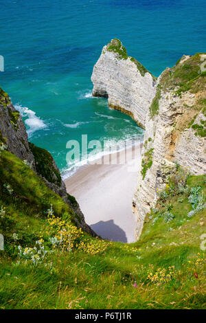 France, Normandy (Normandie), Seine-Maritime department, Etretat. White chalk cliffs on the English Channel. - Stock Photo