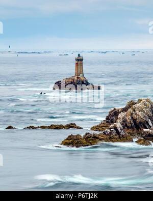 France, Brittany (Bretagne), Finistere department, Plogoff. Phare de la Vieille lighthouse, Pointe du Raz. - Stock Photo