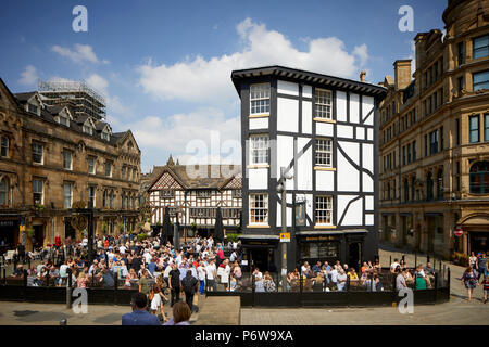 Manchester The Old Wellington Inn & Sinclair's Oyster Bar - The Shambles - Stock Photo