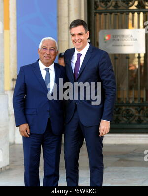 Lisbon, Portugal. 2nd July, 2018. Portuguese Prime Minister Antonio Costa (L) meets with visiting Spanish Prime Minister Pedro Sanchez in Lisbon, capital of Portugal, July 2, 2018. Credit: Zhang Liyun/Xinhua/Alamy Live News - Stock Photo