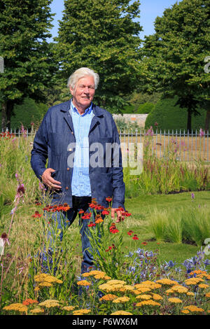 London, UK. 2nd-8th July 2018. RHS Hampton Court Flower Show. Iconic Horticultural Heroes.  Dutch landscape designer, plantsman and author Piet Oudolf at the RHS Hampton Court Flower Show, as he is presented with an award to celebrate Piet's iconic achievement in garden design. - Stock Photo