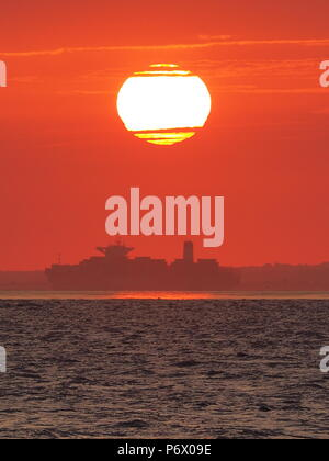 Sheerness, UK. 3rd July, 2018. UK Weather: this evening's sunset in Sheerness, Kent as the 1,000ft  container ship 'Cap San Artemissio' sails past the setting sun on its journey up the Thames. Credit: James Bell/Alamy Live News - Stock Photo