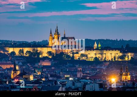 Czech Republic, Prague, Vinohrady. View of Stare Mesto, Prague old town, and Prague Castle, Prazsky Hrad, from Riegroy Sady park at dusk. - Stock Photo