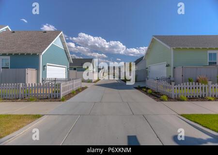 Back garage doors of suburban homes in Utah - Stock Photo
