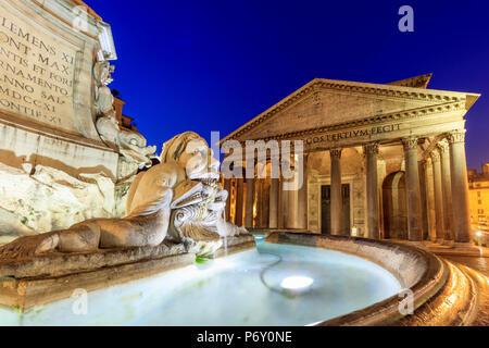 Italy, Rome, Pantheon and Piazza della Rotonda Fountain by night - Stock Photo