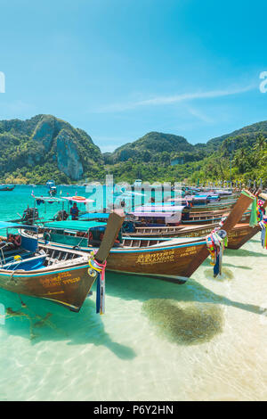 Ao Ton Sai Beach, Ko Phi Phi Don, Krabi Province, Thailand. Traditional longtail boats on the beach. - Stock Photo
