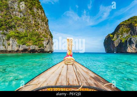 Ao Maya Beach (Maya Bay), Ko Phi Phi Leh, Krabi Province, Thailand. Wooden bow of a long tail boat. - Stock Photo
