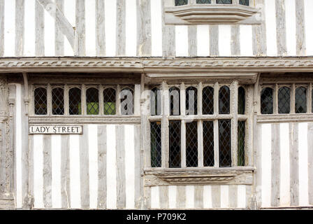 England, Suffolk, Lavenham. Historic timber framed building in the village. - Stock Photo