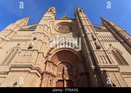Spain, Balearic Islands, Mallorca, Palma de Mallorca, Cathedral (La Seu) - Stock Photo