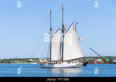Black Dog Tall Ships' 'Alabama', a two-masted fishing schooner, in Vineyard Haven harbor in Tisbury, Massachusetts on Martha's Vineyard. - Stock Photo