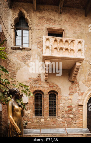 Juliet's house (Casa di Giulietta), Verona, Veneto Province, Italy, Europe - Stock Photo
