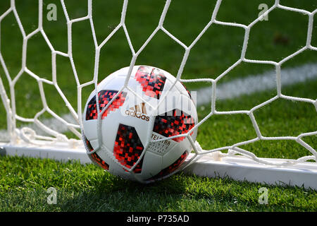 St. Petersburg, Russland. 03rd July, 2018. Randfoto, Feature adidas TELSTAR -official ball-lies in goal, goal net, Sweden (SWE) - Switzerland (SUI) 1-0, Round of 16, Round of 16, Game 55, on 07/03/2018 in St Petersburg, Arena St Petersburg. Football World Cup 2018 in Russia from 14.06. - 15.07.2018. | usage worldwide Credit: dpa/Alamy Live News - Stock Photo