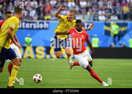 St. Petersburg, Russland. 03rd July, 2018. Breel EMBOLO (SUI), action, duels versus Victor CLAESSON (SWE). Sweden (SWE) - Switzerland (SUI) 1-0, Round of 16, Round of 16, Game 55, on 07/03/2018 in Saint Petersburg, Arena Saint Petersburg. Football World Cup 2018 in Russia from 14.06. - 15.07.2018. | usage worldwide Credit: dpa/Alamy Live News - Stock Photo