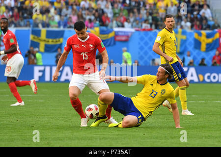 St. Petersburg, Russland. 03rd July, 2018. Blerim DZEMAILI (SUI), action, duels versus Gustav SVENSSON (SWE). Sweden (SWE) - Switzerland (SUI) 1-0, Round of 16, Round of 16, Game 55, on 07/03/2018 in Saint Petersburg, Arena Saint Petersburg. Football World Cup 2018 in Russia from 14.06. - 15.07.2018. | usage worldwide Credit: dpa/Alamy Live News - Stock Photo