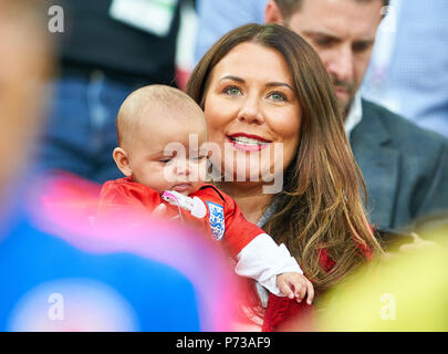 England- Columbia, Soccer, Moscow, July 03, 2018 Nicky Pike, wife of Ashley YOUNG, England 18 with baby Rose Aveah ENGLAND - COLUMBIA 1-1, 4-3 after penalty shoot-out FIFA WORLD CUP 2018 RUSSIA, Season 2018/2019,  July 03, 2018 S p a r t a k Stadium in Moscow, Russia. © Peter Schatz / Alamy Live News - Stock Photo
