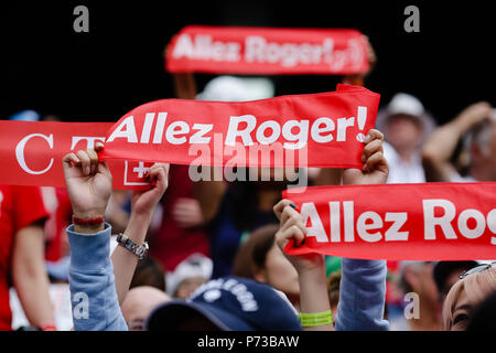 London, UK, 4th July 2018: Fans from defending champion Roger Federer cheer at day 3 at the Wimbledon Tennis Championships 2018 at the All England Lawn Tennis and Croquet Club in London. Credit: Frank Molter/Alamy Live news - Stock Photo