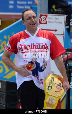 New York, US. 4th July 2018. Joey Chestnut celebrates after winning the annual Nathan's Hot Dog Eating Contest on July 4, 2018 Brooklyn, New York. Chestnut set a Coney Island record, eating 74 hot dogs in 10 minutes. Credit: Erik Pendzich/Alamy Live News