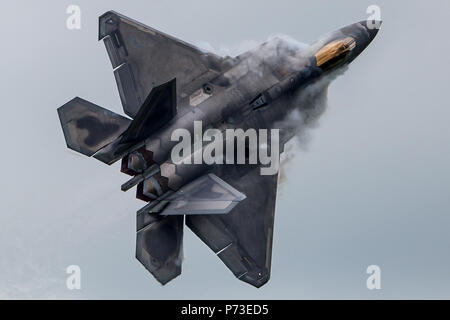 London, England, UK. 4th July, 2018. F-22 Fighter at Royal International Air Tattoo. Credit: SIPA Asia/ZUMA Wire/Alamy Live News - Stock Photo
