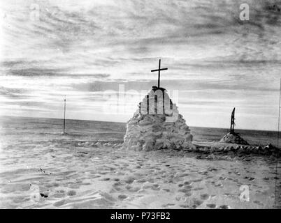 The grave of Robert Falcon Scott, Henry Robertson Bowers and Edward Adrian Wilson - Stock Photo