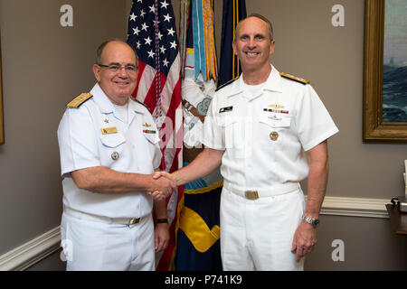 WASHINGTON   (Aug. 18, 2015) Chief of Naval Operations (CNO) Adm. Jonathan Greenert shakes hands with Commander of the Brazilian Navy Adm. Eduardo Bacellar Leal Ferreira during an office call at the Pentagon. - Stock Photo