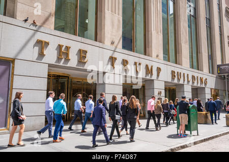 White collar workers outside the Trump Building at Wall Street - Stock Photo