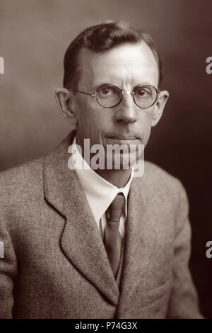 Clinton Joseph Davisson (1881–1958), was an American physicist who won the 1937 Nobel Prize in Physics (which he shared with George Paget Thomson) for his discovery of electron diffraction in the Davisson-Germer experiment. (Photo: November 1937) - Stock Photo