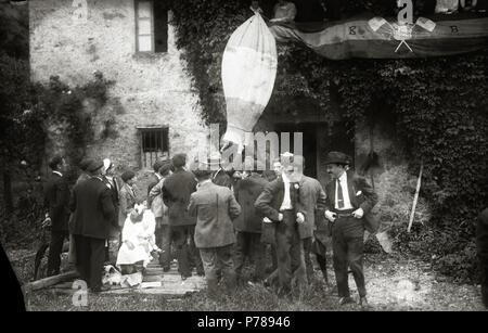 Español: Título original: Grupo de hombres en el barrio de Carabel (6/6) Localización: Hernani (Guipúzcoa)  . 1920 35 Grupo de hombres en el barrio de Carabel (6 de 6) - Fondo Car-Kutxa Fototeka - Stock Photo