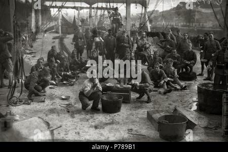 Español: Título original: Grupo de soldados del bando republicano (1/6) Localización: Guipúzcoa  . 1934 36 Grupo de soldados del bando republicano (1 de 6) - Fondo Car-Kutxa Fototeka - Stock Photo