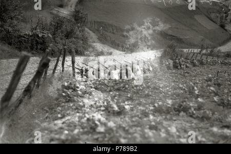Español: Título original: Grupo de soldados del bando republicano (3/6) Localización: Guipúzcoa  . 1934 36 Grupo de soldados del bando republicano (3 de 6) - Fondo Car-Kutxa Fototeka - Stock Photo