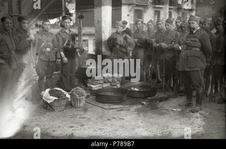 Español: Título original: Grupo de soldados del bando republicano (4/6) Localización: Guipúzcoa  . 1934 36 Grupo de soldados del bando republicano (4 de 6) - Fondo Car-Kutxa Fototeka - Stock Photo
