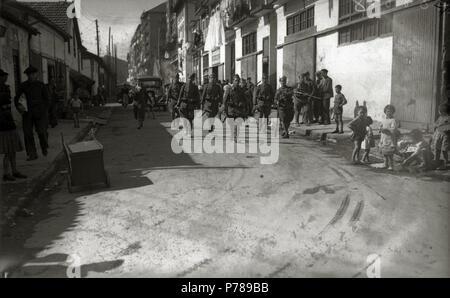 Español: Título original: Grupo de soldados del bando republicano (5/6) Localización: Guipúzcoa  . 1934 36 Grupo de soldados del bando republicano (5 de 6) - Fondo Car-Kutxa Fototeka - Stock Photo
