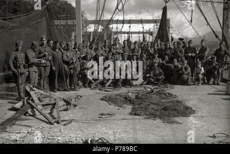 Español: Título original: Grupo de soldados del bando republicano (6/6) Localización: Guipúzcoa  . 1934 36 Grupo de soldados del bando republicano (6 de 6) - Fondo Car-Kutxa Fototeka - Stock Photo