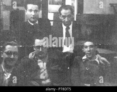 64 Xosé María Álvarez Blázquez cuns amigos en Santiago de Compostela, 17 de xuño de 1939