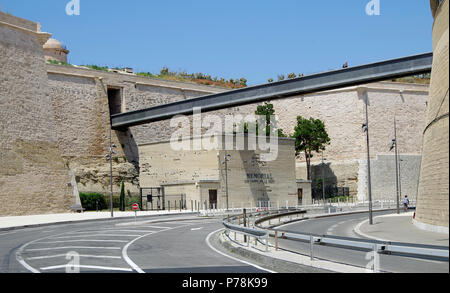 Marseille, Fort St Jean, and modern footbridge over Avenue Vaudoyer, linking it to Le Panier Historic district as part of the MuCEM complex - Stock Photo