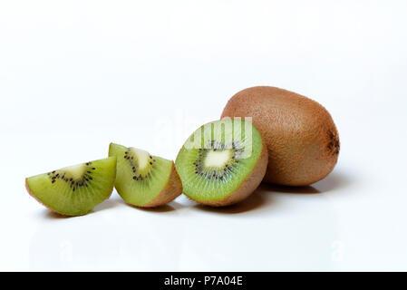 aufgeschnittene Kiwifrucht, Actinidia chinensis - Stock Photo