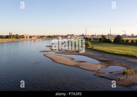 Krefeld, Uerdingen, Blick von der Krefelder Rheinbrücke, rechts die Bayer-Werke (Chemie-Park) - Stock Photo