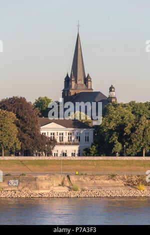 Krefeld, Uerdingen, Blick von der Krefelder Rheinbrücke, katholische Pfarrkirche St. Peter, dvor das alte Casino von 1833 - Stock Photo