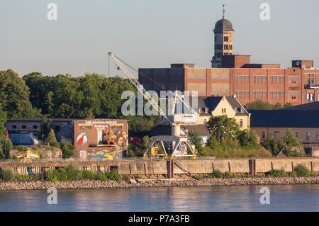 Krefeld, Uerdingen, Blick von der Krefelder Rheinbrücke auf die Rhine Side Gallery am Zollhof, dahinter Turm der Heinrichskirche - Stock Photo