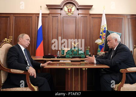 Moscow, Russia. 05th July, 2018. MOSCOW, RUSSIA - JULY 5, 2018: Russia's President Vladimir Putin (L) and St Petersburg Governor Georgy Poltavchenko during a meeting at the Moscow Kremlin. Alexei Druzhinin/Russian Presidential Press and Information Office/TASS Credit: ITAR-TASS News Agency/Alamy Live News - Stock Photo