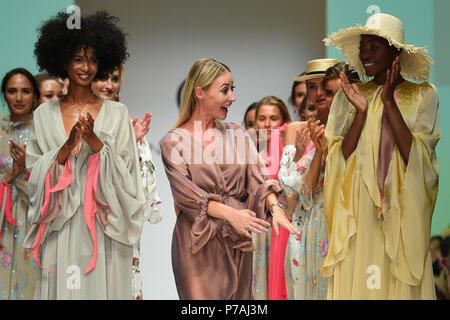 Berlin, Germany. 05th July, 2018. Designer Lana Mueller (M) thanks the audience from the catwalk after a show by her label Lana Mueller. Credit: Gerald Matzka/dpa-Zentralbild/dpa/Alamy Live News - Stock Photo