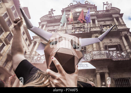 Pamplona, Navarra, Spain. 5th July, 2018. Activist against animal cruelty in bull fightings wears a paperboard bullhead mask under the Pamplona city council building, Spain before the San Fermin celebrations, Spain. Credit: Celestino Arce/ZUMA Wire/Alamy Live News - Stock Photo