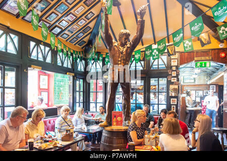 Interior bar of The Temple Bar Pub, Temple Bar, Dublin, Leinster Province, Republic of Ireland - Stock Photo